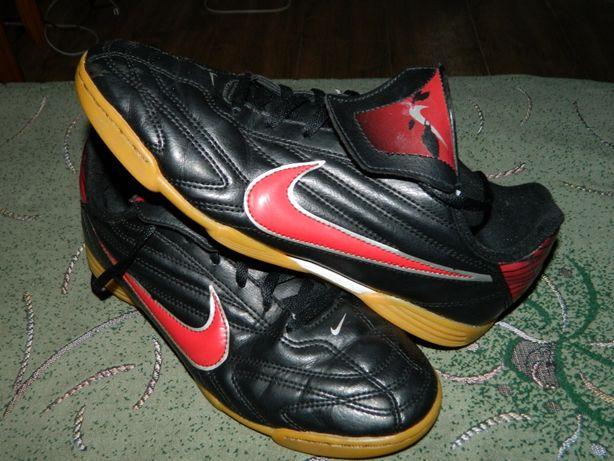 Футзалки Nike (оригинал) фирменные размер-38,5 стелька- 24,5см