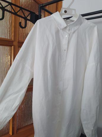 Biała koszula z bufiastymi rękawami