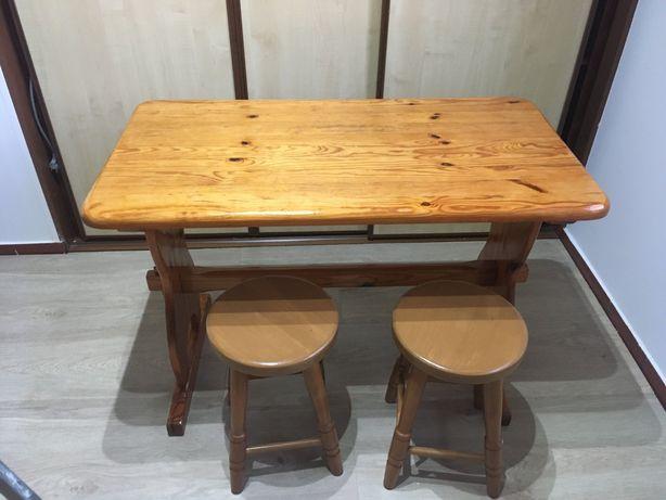 Stół sosnowy z taboretami