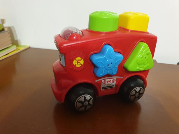 Autocarro com figuras geométricas
