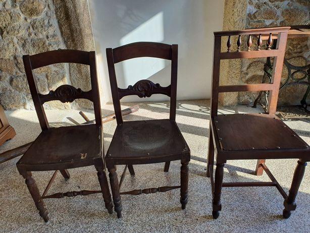 Três cadeiras antigas
