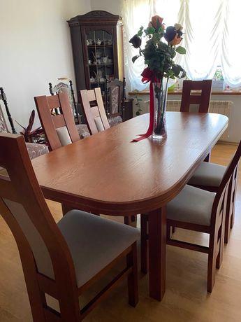 Komplet stół drewniany z krzesłami w bardzo dobrym stanie