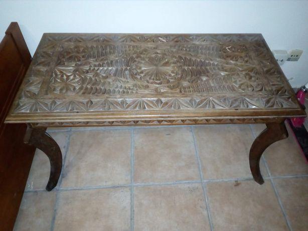 Mesa vintage em madeira de África