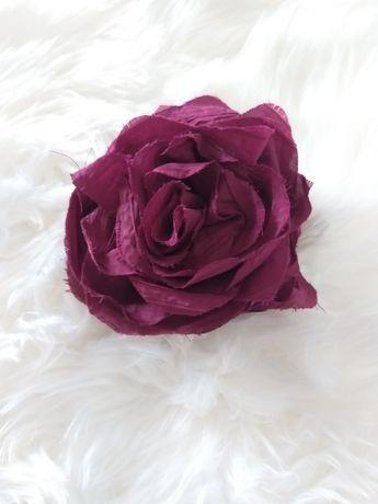 Alfinete/ mola em forma de rosa