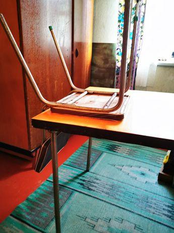 Стіл +4 стільці в чудовому стані
