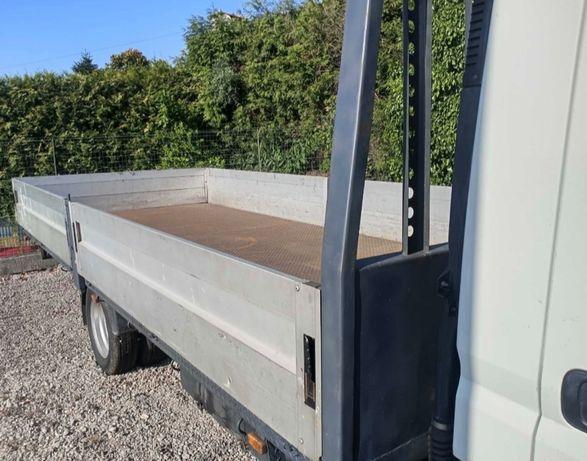 Recolha de entulho e resíduos em contentores e carrinhas