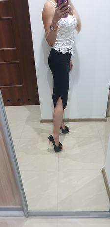 Spódnica czarna z różami