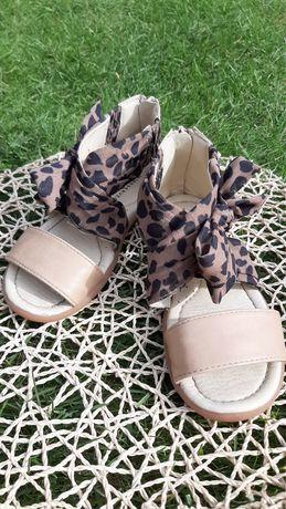 Sandałki dziewczęce Reserved 28