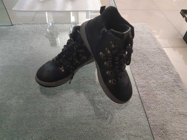 Buty jesienne oryginalne z firmy 4F w rozmiarze 34.