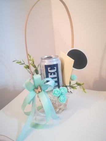Koszyczek z kopertą i tabliczką życzenia Kosz na alkohol 18stka Ślub