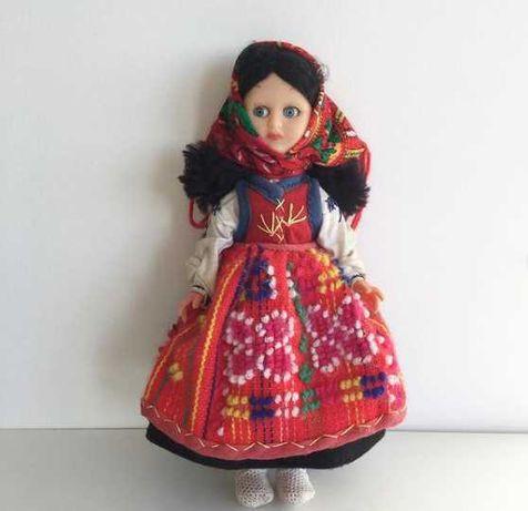 Boneca antiga com traje regional Minhoto