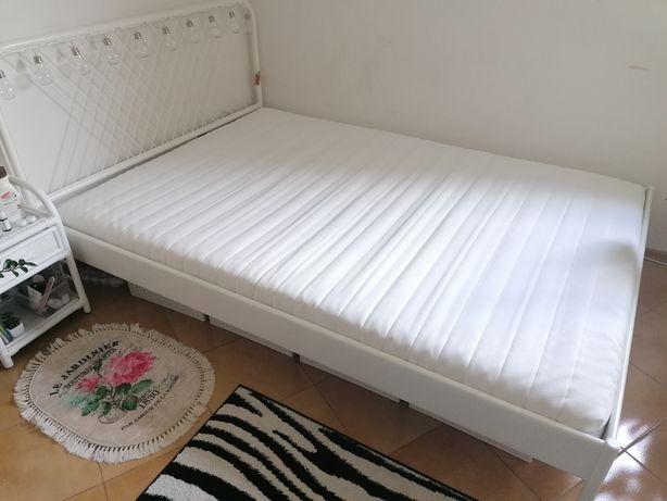 Białe łóżko metalowe IKEA rama łóżka 140x200cm NESTTUN
