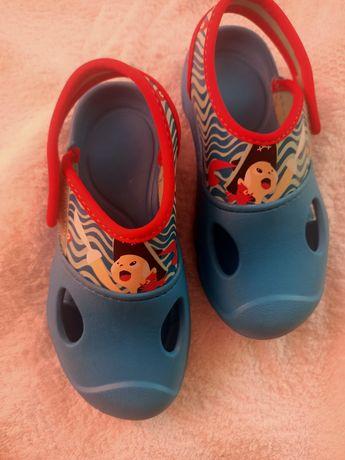 Взуття шльопанці плавання decathlon