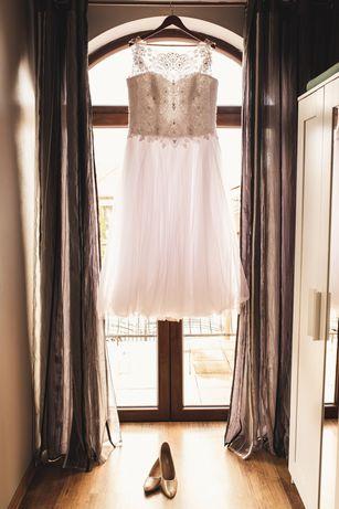 Suknia ślubna w kształcie A
