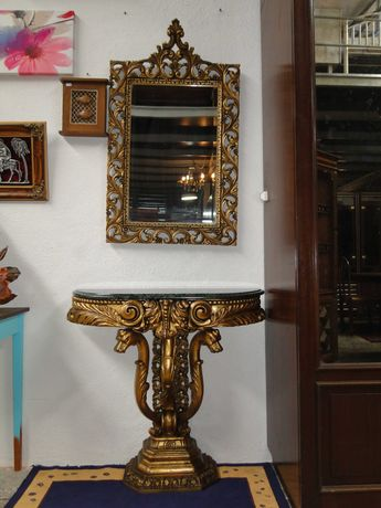 Conjunto de consola em madeira com tampo em pedra verde e espelho