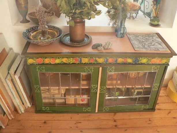 Шкафчик с рукотворной росписью