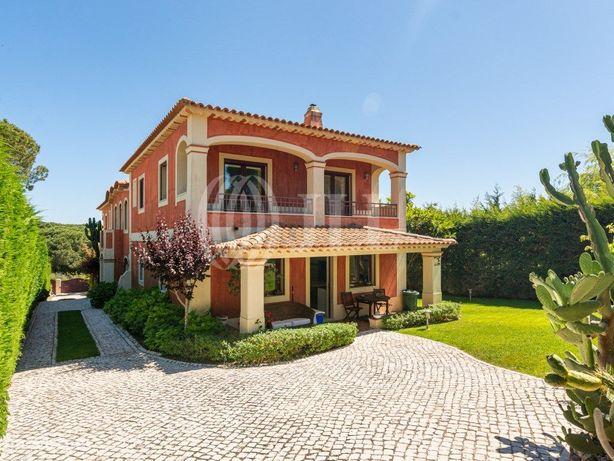 Moradia T4 com piscina, jardim, de arquitetura tradiciona...