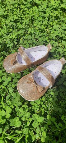 Пінетки чешки туфельки босоніжки