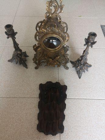 Caixa de relógio antigo + Castiçais + Chaveiro