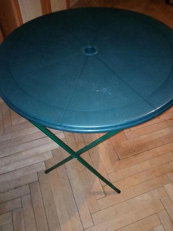 Stolik i jedno krzesło