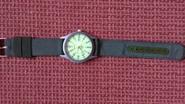 Часы мужские люминесцентные.