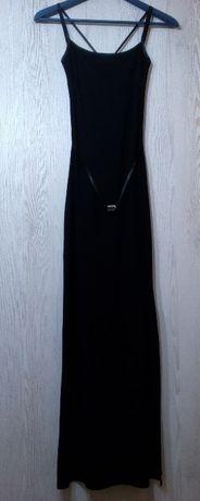 Suknia z kryształem i rozcięciem