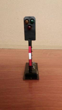 Kolejka TT H0 - semafor świetlny Piko Roco Siba.
