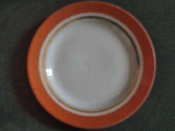 9 тарелок закусочных-десертных