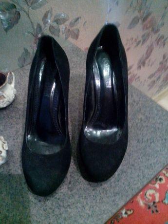 Туфли женские 37.0 размер замшевая кожа на шпильке черные