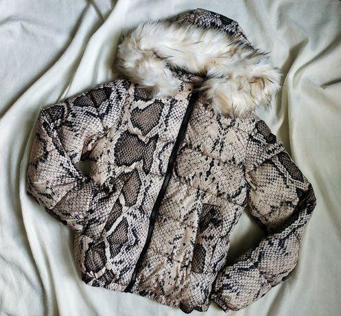 Объемная куртка в актуальный змеиный принт