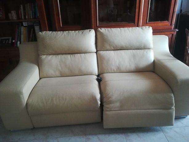 Sofá em pele e sistema eléctrico /chaise longue