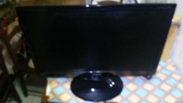 Vendo LCD a trabalhar , mas sem comando , e sem ele não da para ligar