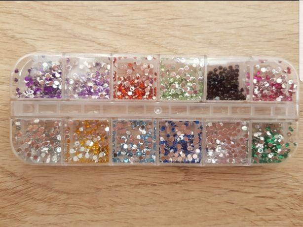 Caixa de brilhantes várias cores, unhas de gel