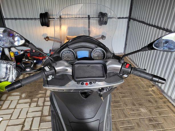 Sprzedam skuter piaggio x10 poj 500cm3 zarejestrowana na 125cm3