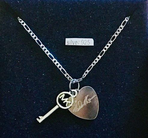 Michael Kors- Srebrny (S925) naszyjnik z zawieszkami;