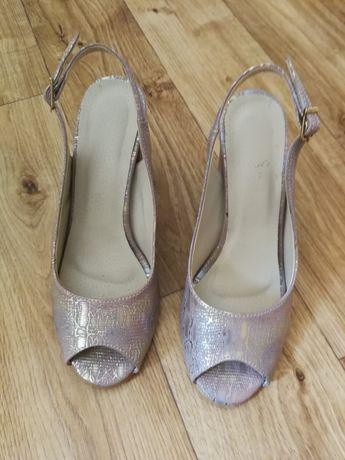 eleganckie buty na szerokim obcasie