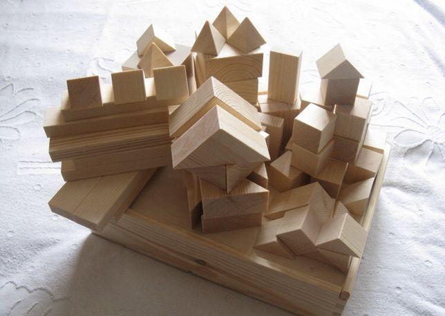 Детский конструктор, деревянные бруски, домики, треугольники і пр.
