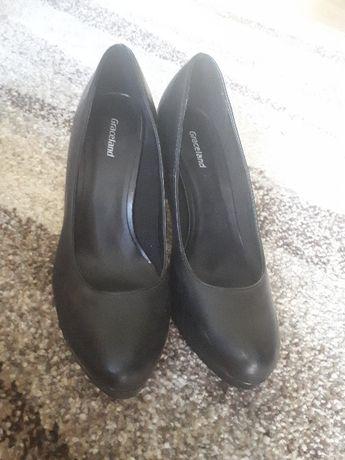 Buty na obcasie kolor czarny