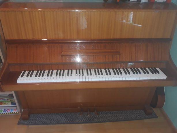 Pianino Calisia stan b.dobry
