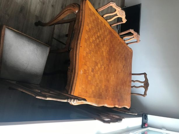 Stary rozkładany stół z 6 krzesłami