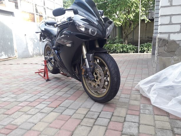 Yamaha yzf r1 2005г.
