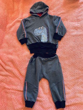 Продам спортивный костюм тройка на мальчика, р.92