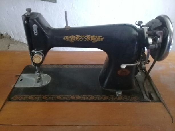 Швейна машинка ручна