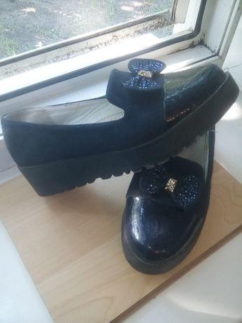 Туфли замшивые и носочек лаковый. Срочно продам.