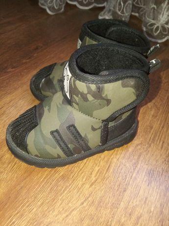Дитячі чобітки уги