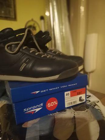 Sprzedam buty 40