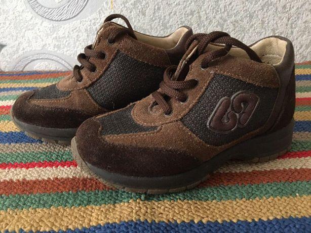 Туфли кроссовки фирменные привезены с Италии
