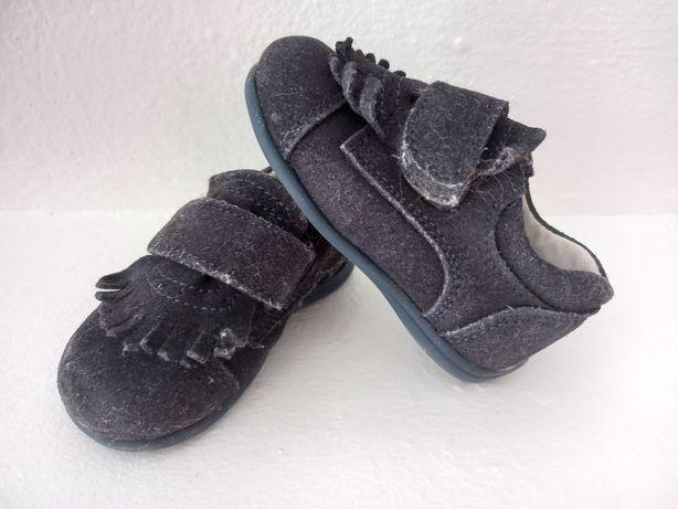 Sapatos bebe tamanho 19