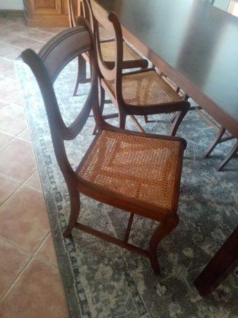 Cadeiras em nogueira e palhinha
