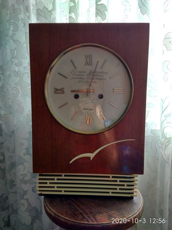 """Часы """"Янтарь"""" настенные маятниковые с боем"""